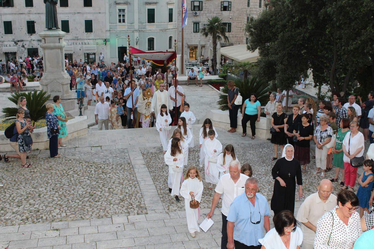 Tijelovo-procesija-2019-039
