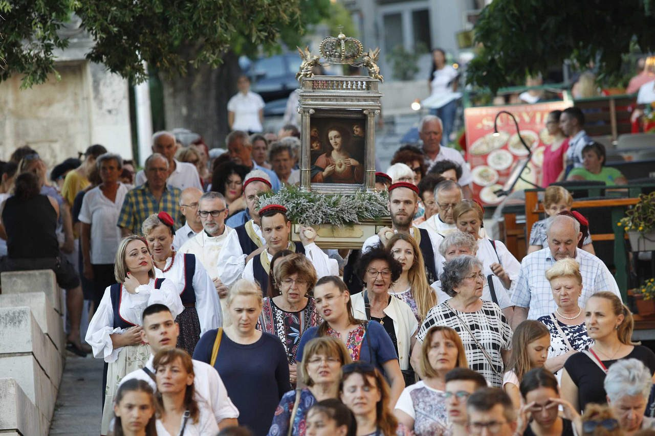 procesija-srceisusovo280619_0004