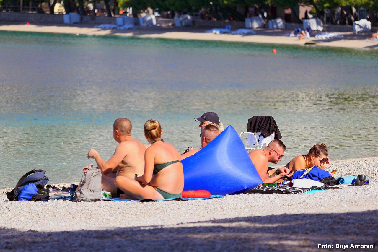 FOTO Kupači se ne daju s plaže