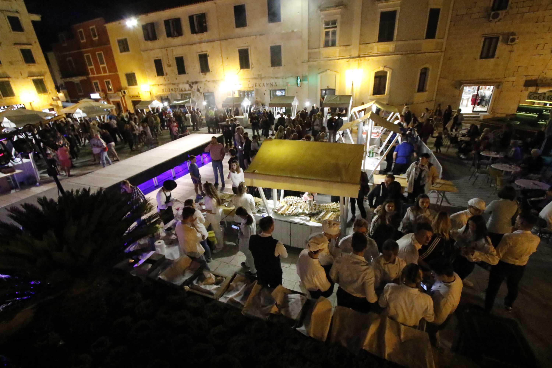 FOTO I VIDEO GALERIJA:  Večer obrtnika uz hrvatske delicije, modne revije i koncert na Kačićevom trgu