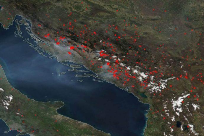 Satelit-požar-3-1024×642