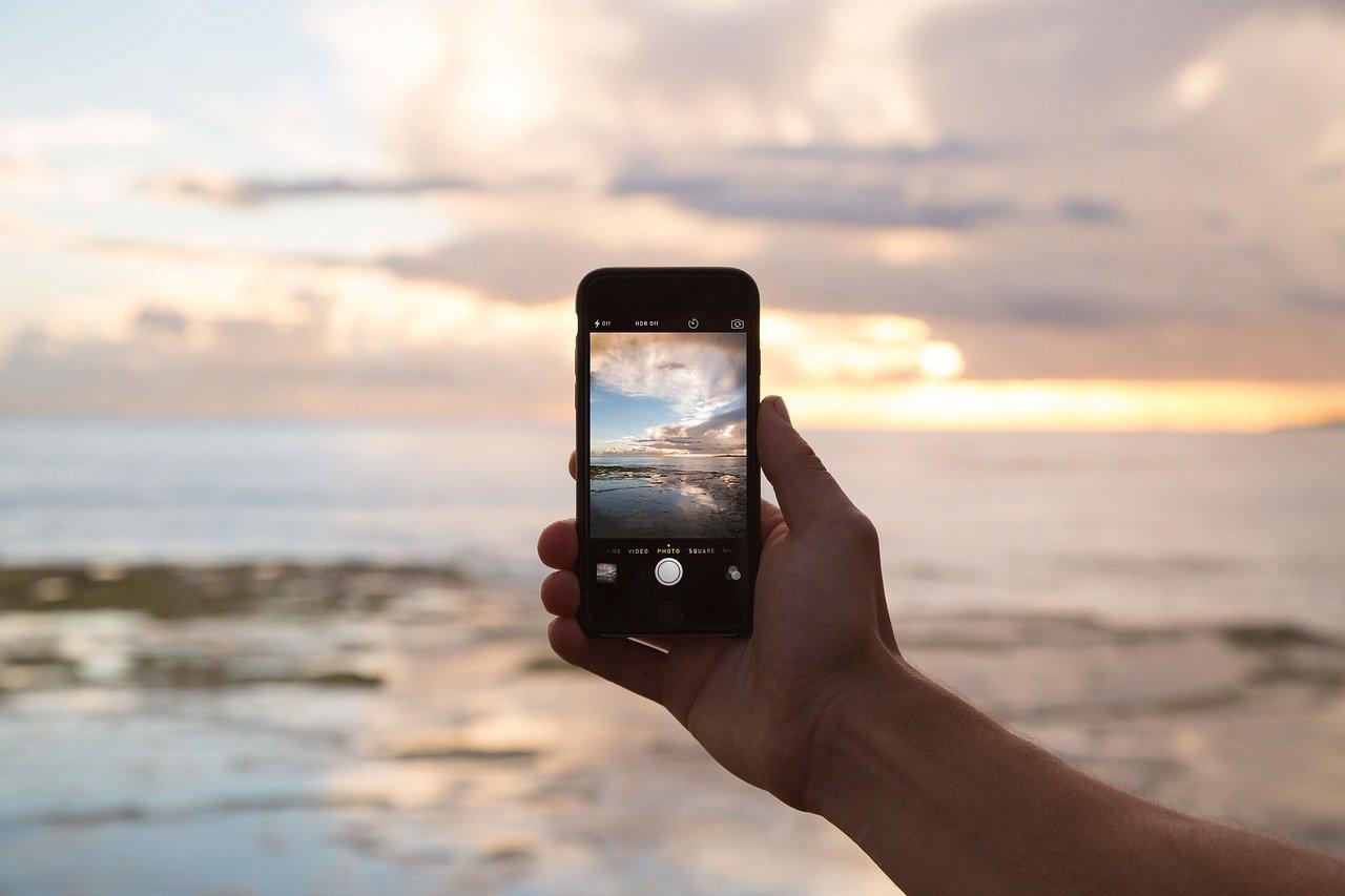 HAKOM: I u 2021. pojačano korištenje mobilnih mreža i brzog interneta